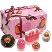 Bild: Bomb Cosmetics Robin Rockin' Geschenkset