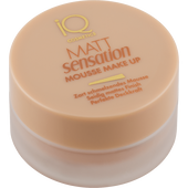 Bild: iQ COSMETICS Matt Sensation Mousse Make-up natural