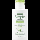 Bild: Simple Sensitive Skin Experts Leichte Feuchtigkeitscreme 12h Effekt