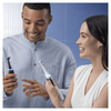 Bild: Oral-B iO8 Special Edition Elektrische   Zahnbürste mit Magnet-Technologie, sanfte Mikrovibrationen, Farbdisplay &   Beauty-Tasche, violet ametrine