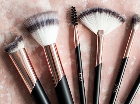Pinsel, Brushes, Kosmetikzubehör bei BIPA